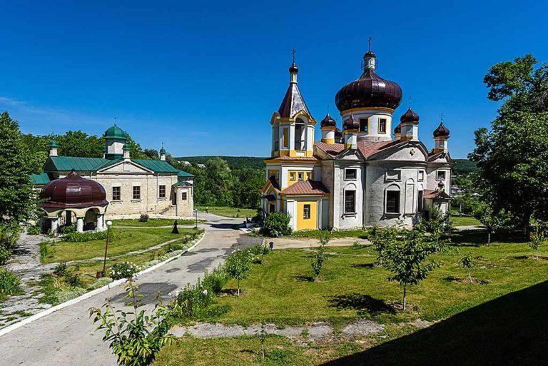 Moldavia: 5 monasteri, un eremita e qualche leggenda